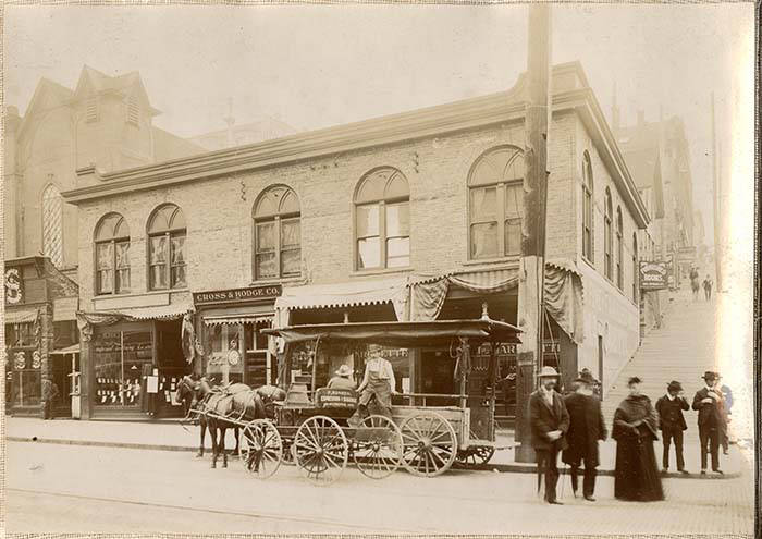Photo of building at northwest corner 2nd and Spring with the Marquette Saloon in about 1907